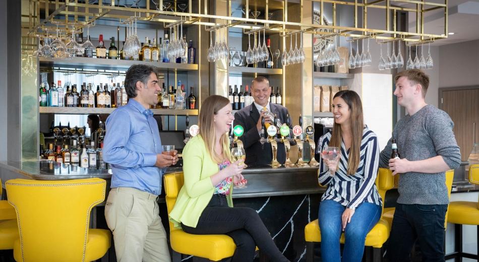 Bar-Maldron-Hotel